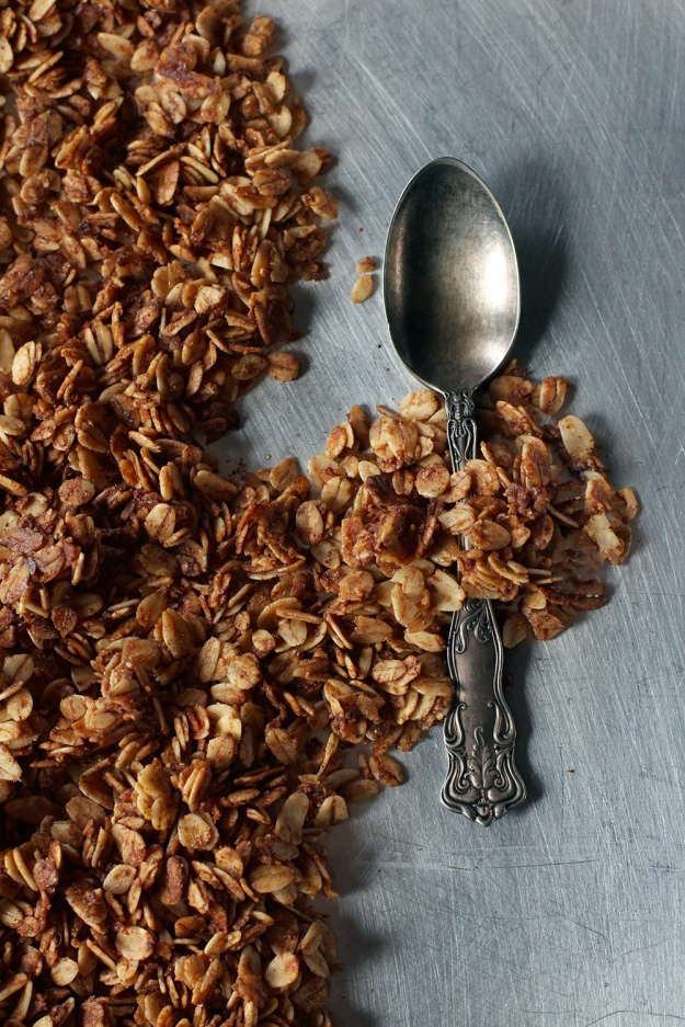 With-The-Grains-Gingerbread-Granola-02